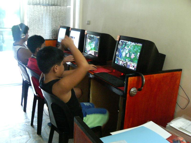 effects of having internet cafes and malls near schools Now before you go ahead and hastily put up your own computer café, i'd like you to take a look at the six most common mistakes you would want to avoid if you're planning to open a gaming cafe.